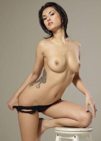 Mokra japonka z pięknym ciałem