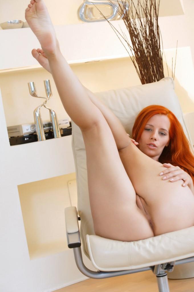 Diabelsko seksowna rudowłosa