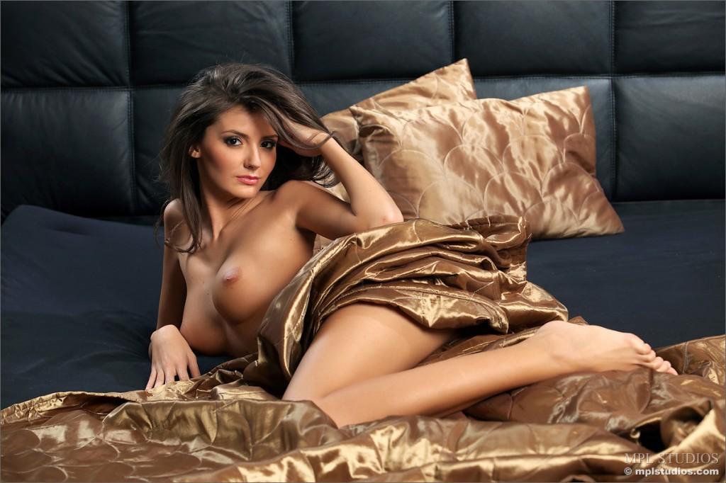 Nieziemska brunetka