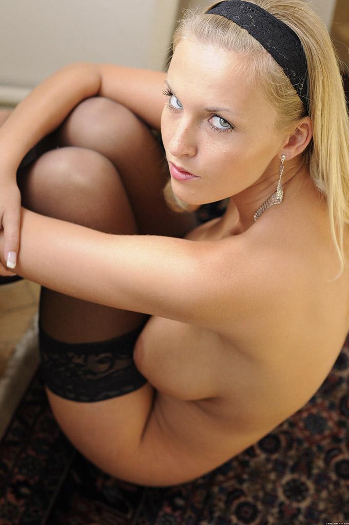 Blond w gorsecie
