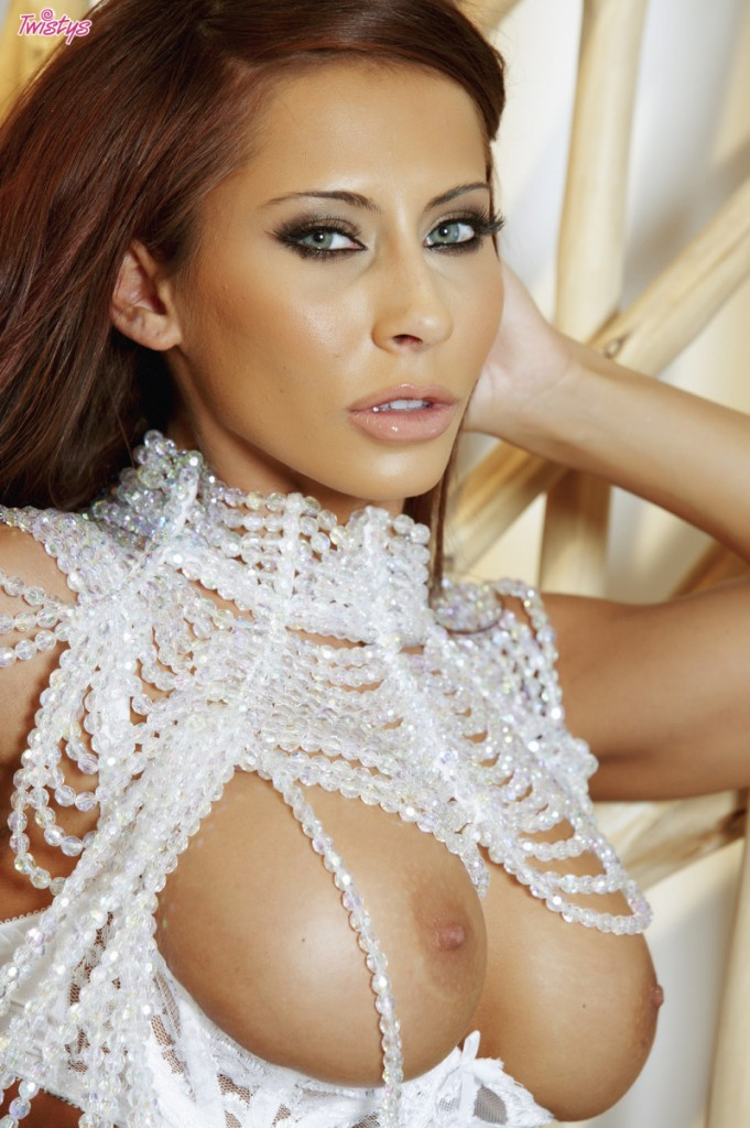 Madison Ivy w koralikach