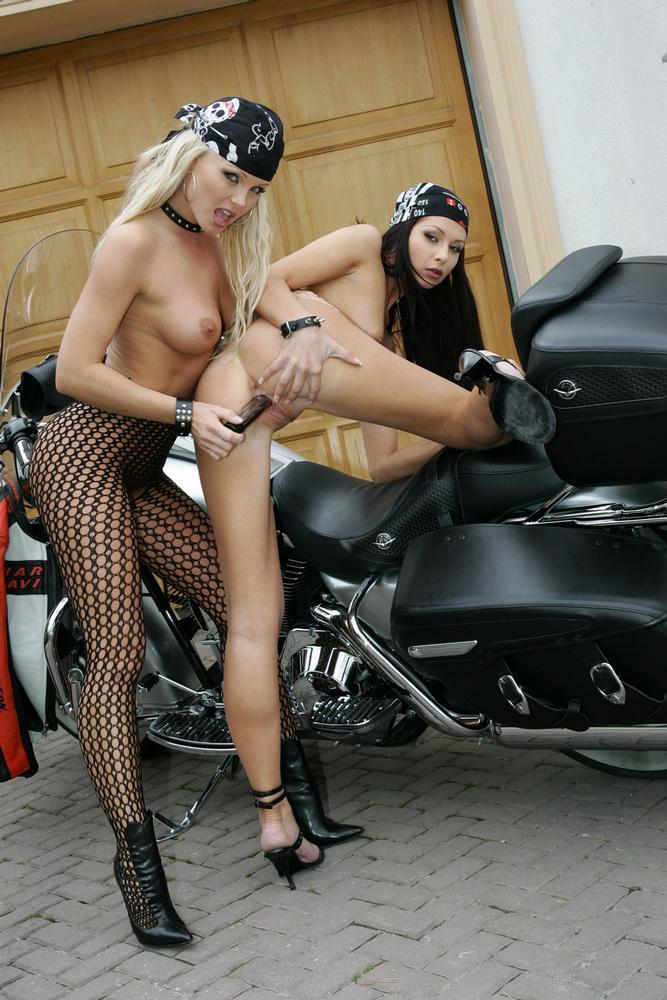 Silvia Saint na motorze