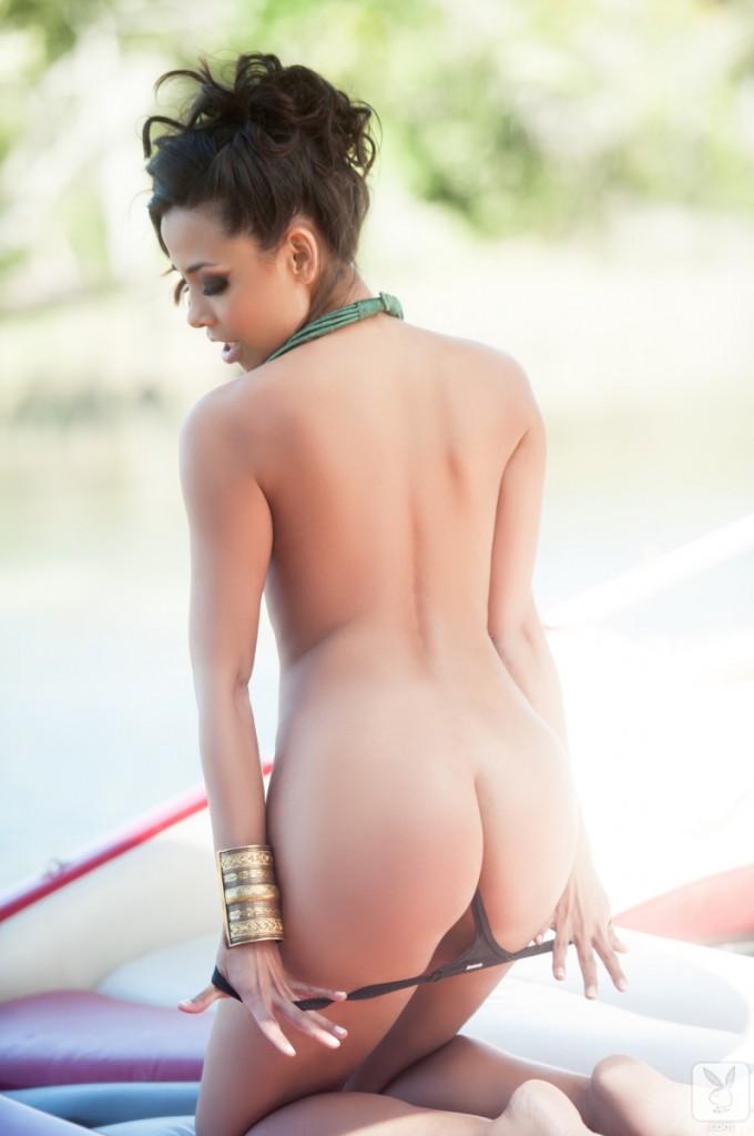 Latynoska na łódce