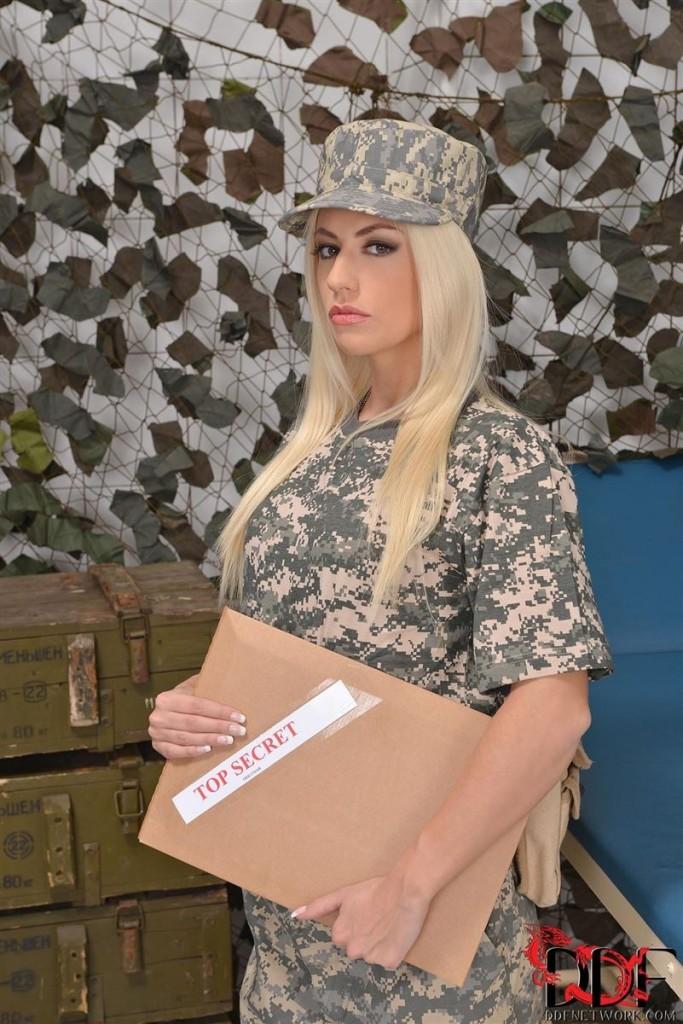 Jessie Volt idzie do wojska