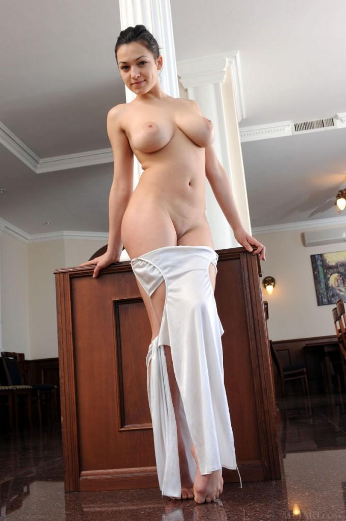 Платье с голой грудью фото
