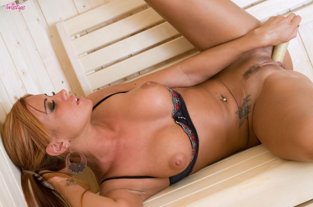 Ostra lala w saunie