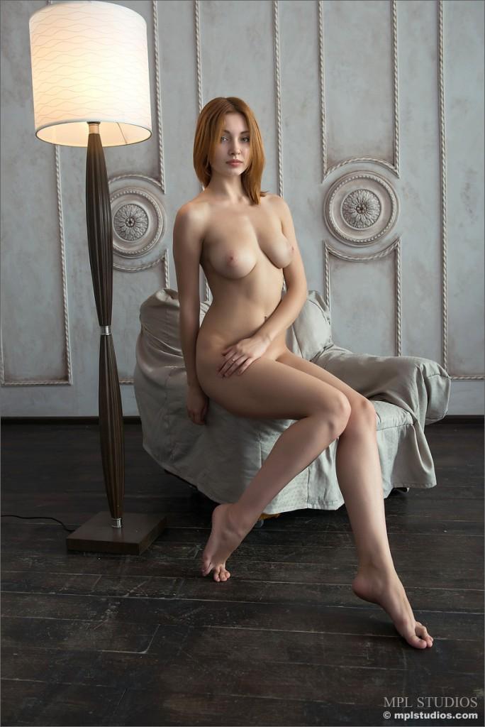 Ruda na fotelu