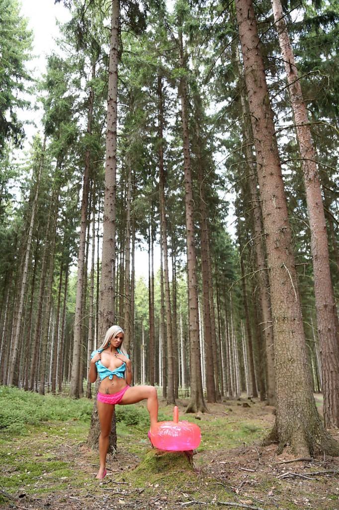 W lesie z poduszką