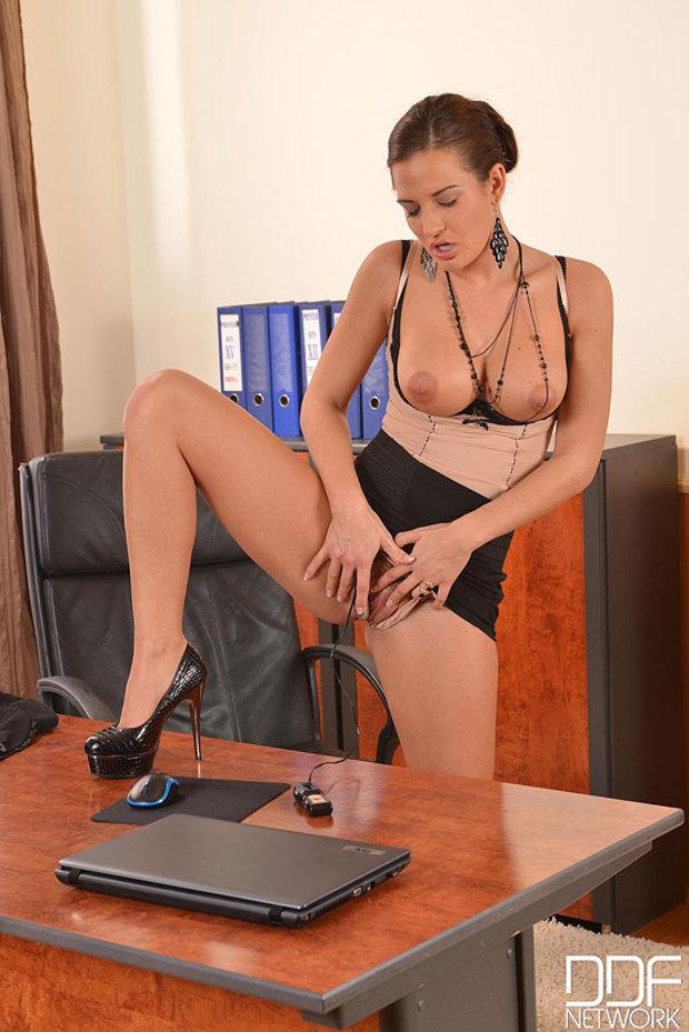 Znudzona sekretarka