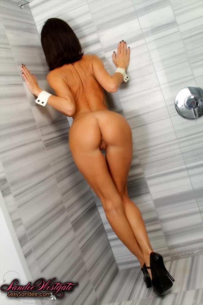 Sandee pod prysznicem