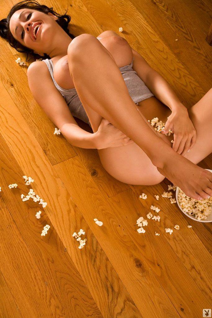 Z popcornem na podłodze