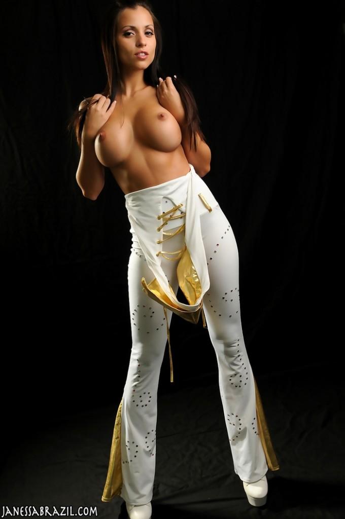 Janessa w białym kostiumie