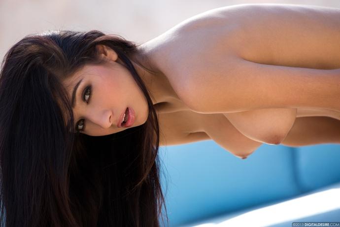 Jędrna brunetka