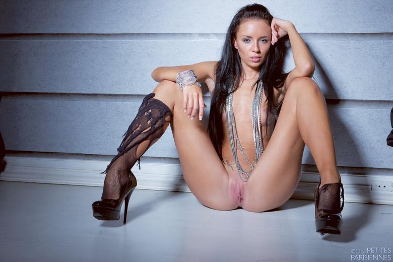 Rozdarta brunetka