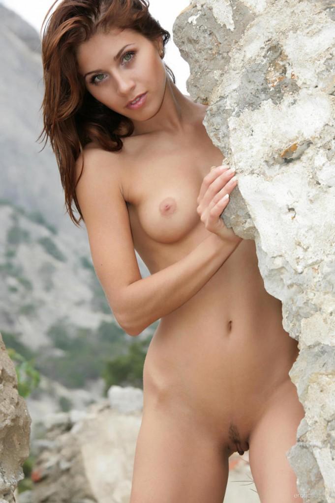 Brzoskwinia na skałach