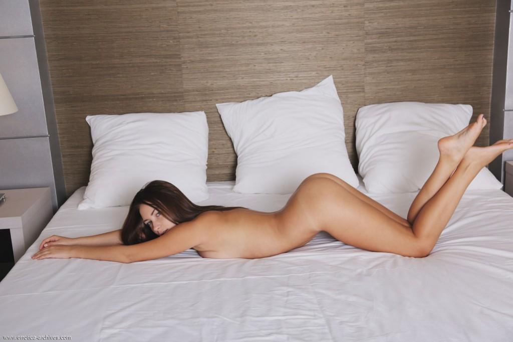 Znudzona w sypialni