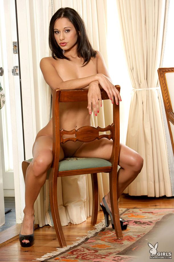 Wytworna brunetka