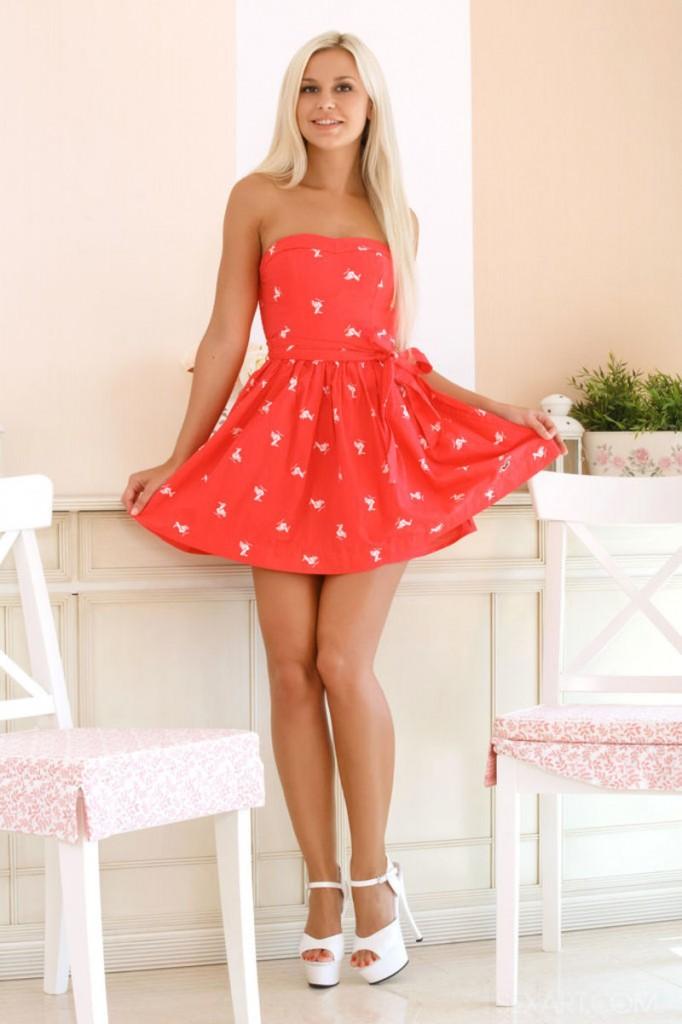 Zgrabne nóżki w sukience