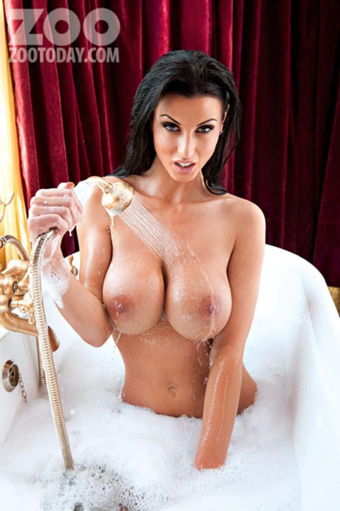 Gorące cycki w wannie