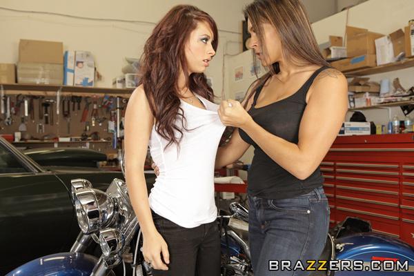 Lesby w garażu