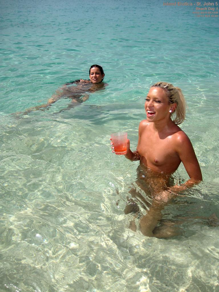 Pijane laski na plaży