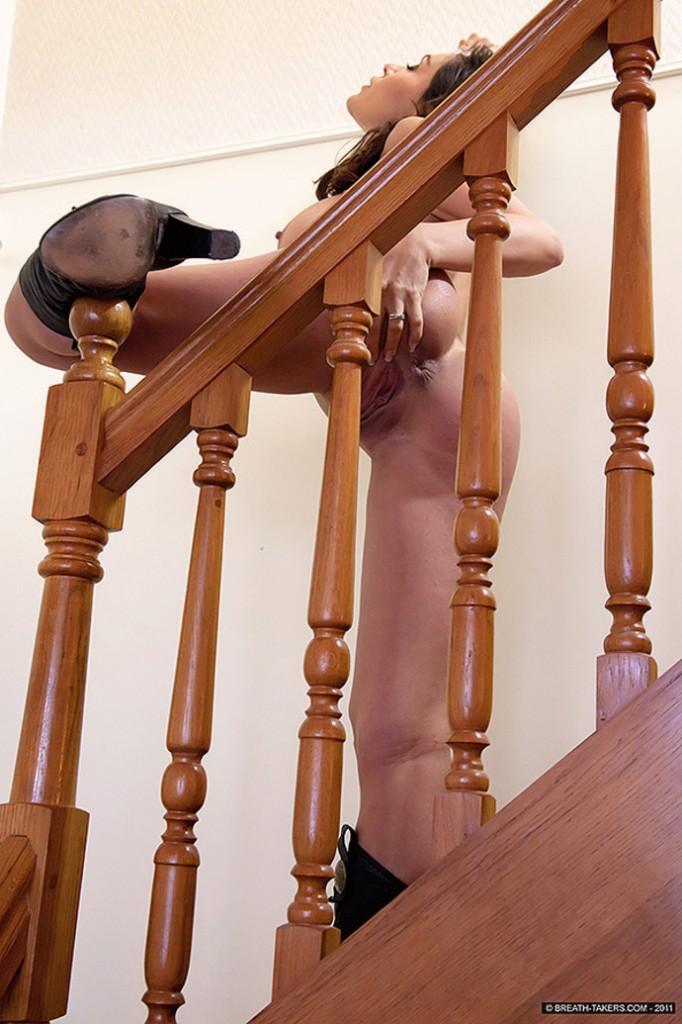 Ogolona na schodach
