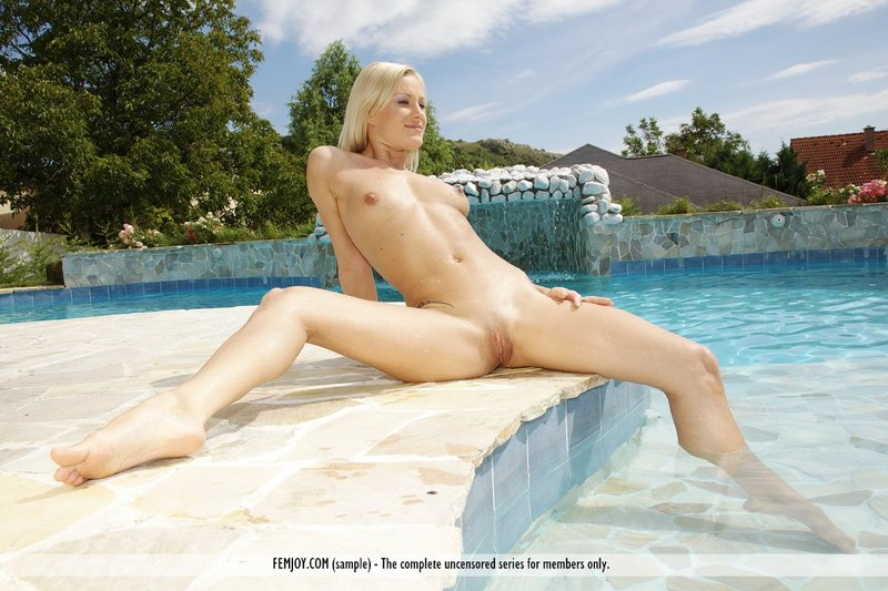 Wygolona cipka na basenie