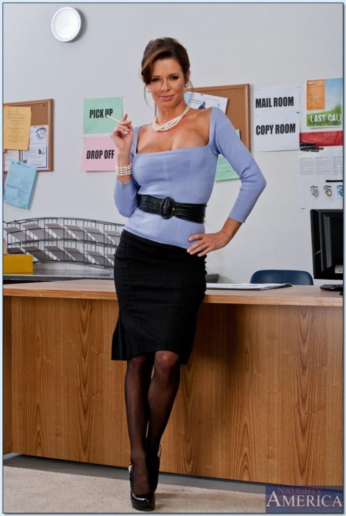 Dojrzała na biurku