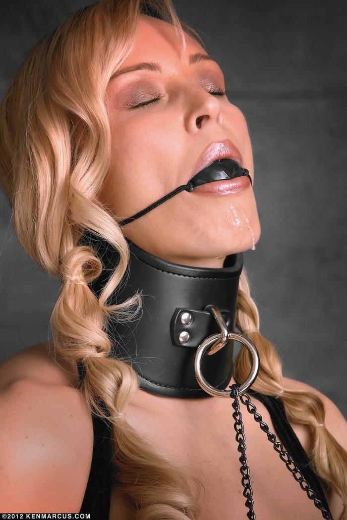 Связанные красотки с кляпом во рту