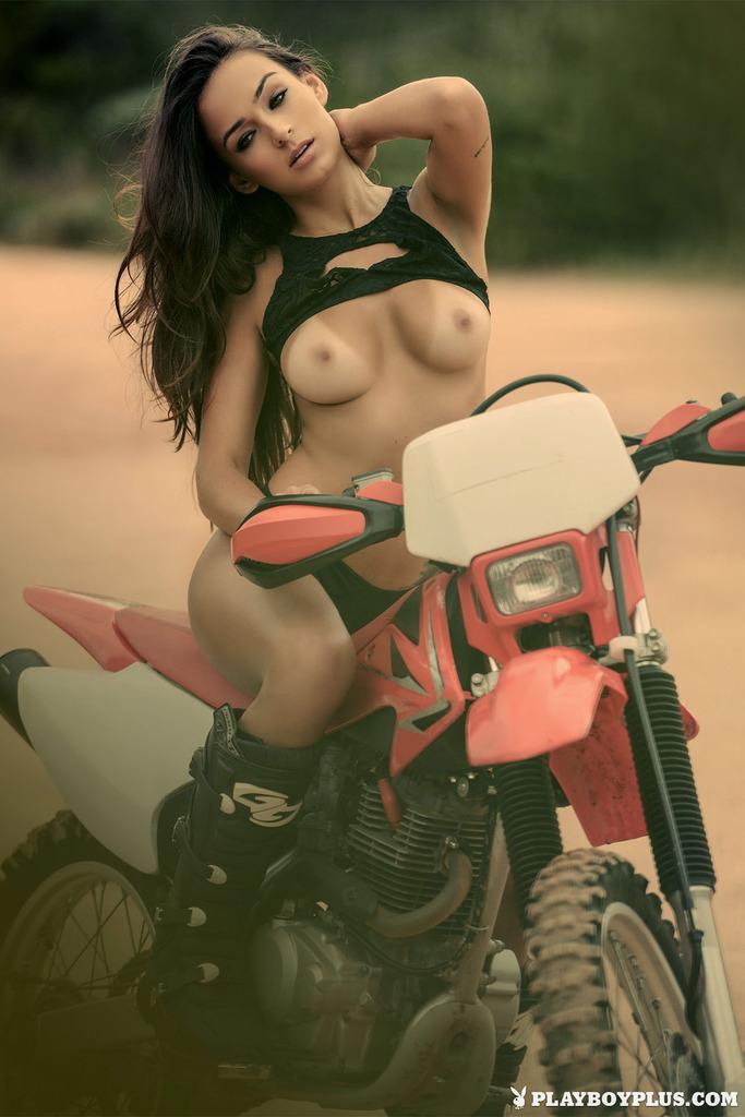 Modelka na motorze