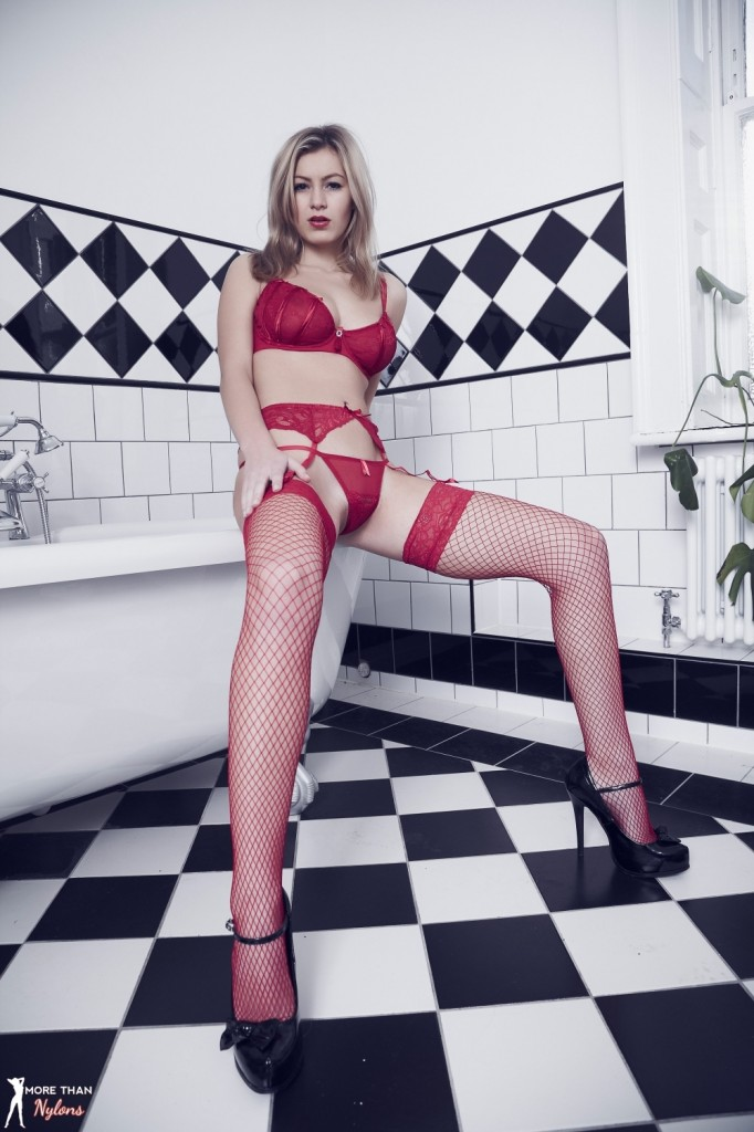 Cycki blondynki w łazience