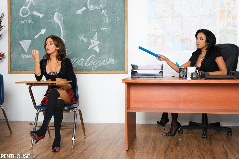 Nauczycielka daje klapsy