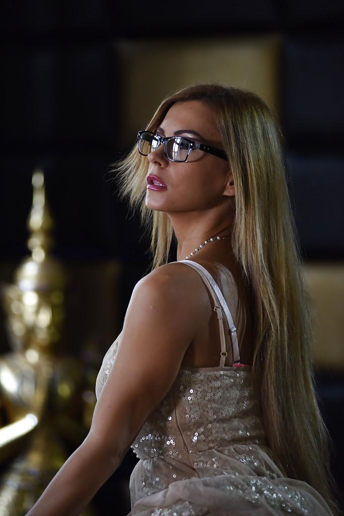 Gorąca mamuśka w hotelu | sexeo.pl - darmowe zdjęcia erotyczne