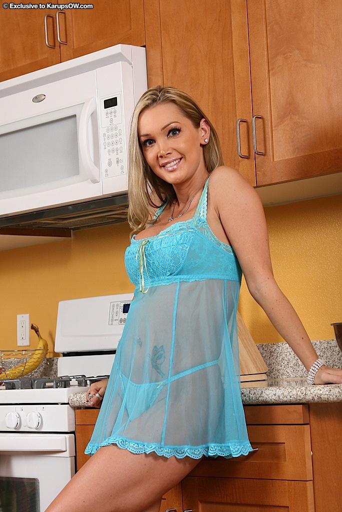 Gorący milf w kuchni