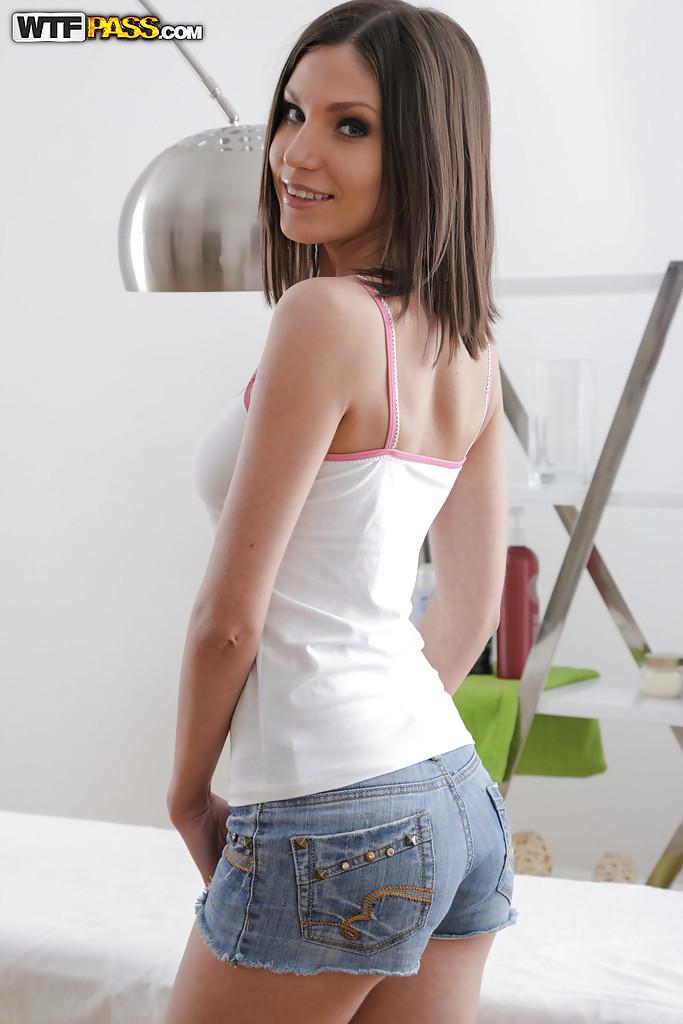Młoda brunetka