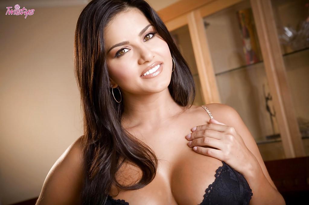 Sunny Leone z dildo