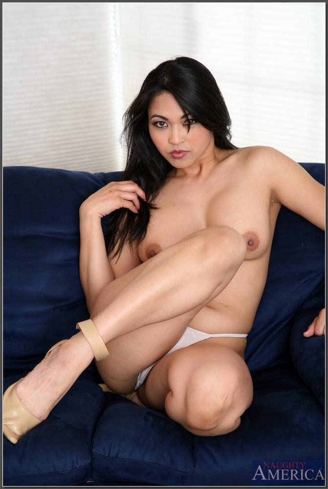 Mika Tan na kanapie