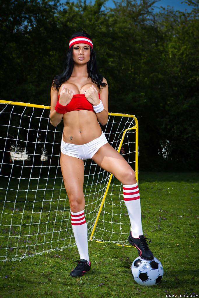 Jasmine Jay z piłką