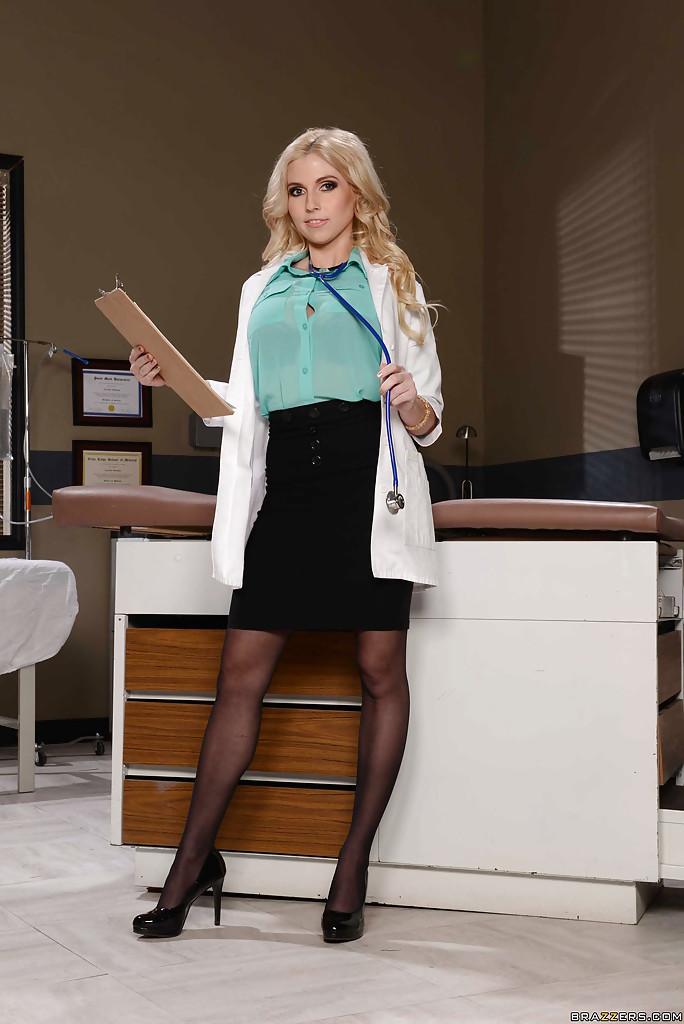 Christie Stevens w gabinecie