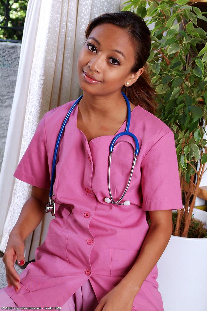 Młoda pielęgniarka