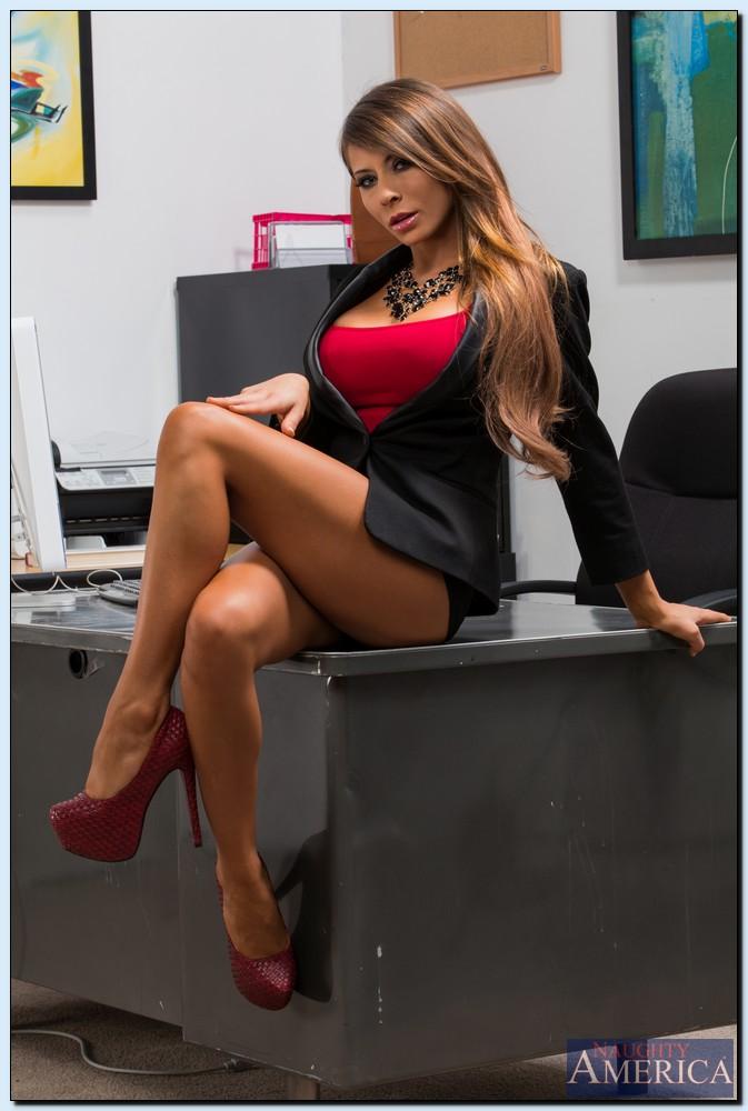 Madison Ivy w biurze