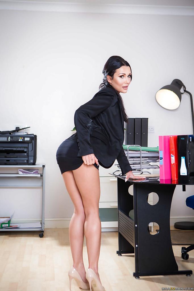 Patty Michova w biurze