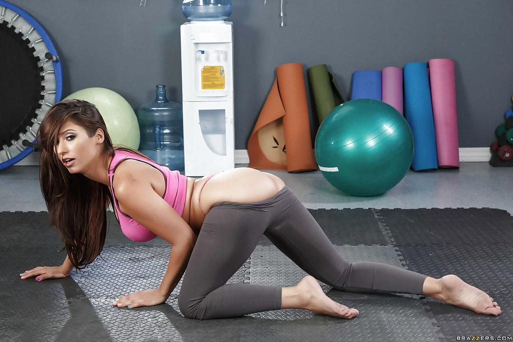 hot-yoga-babe