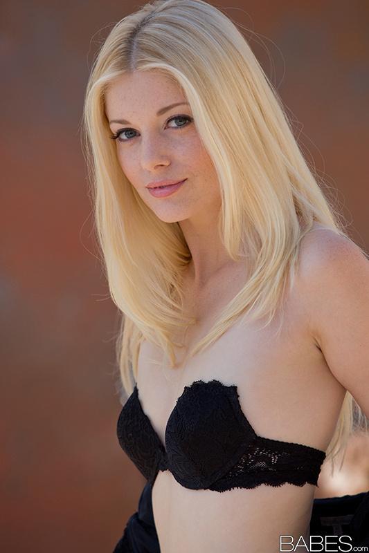 Piękna Charlotte Stokely