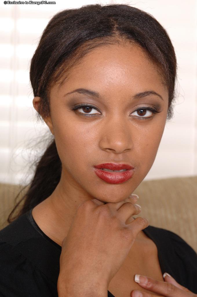 Piękna Tyra Moore
