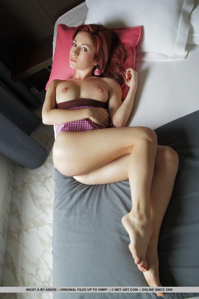 Szczupła ruda suczka