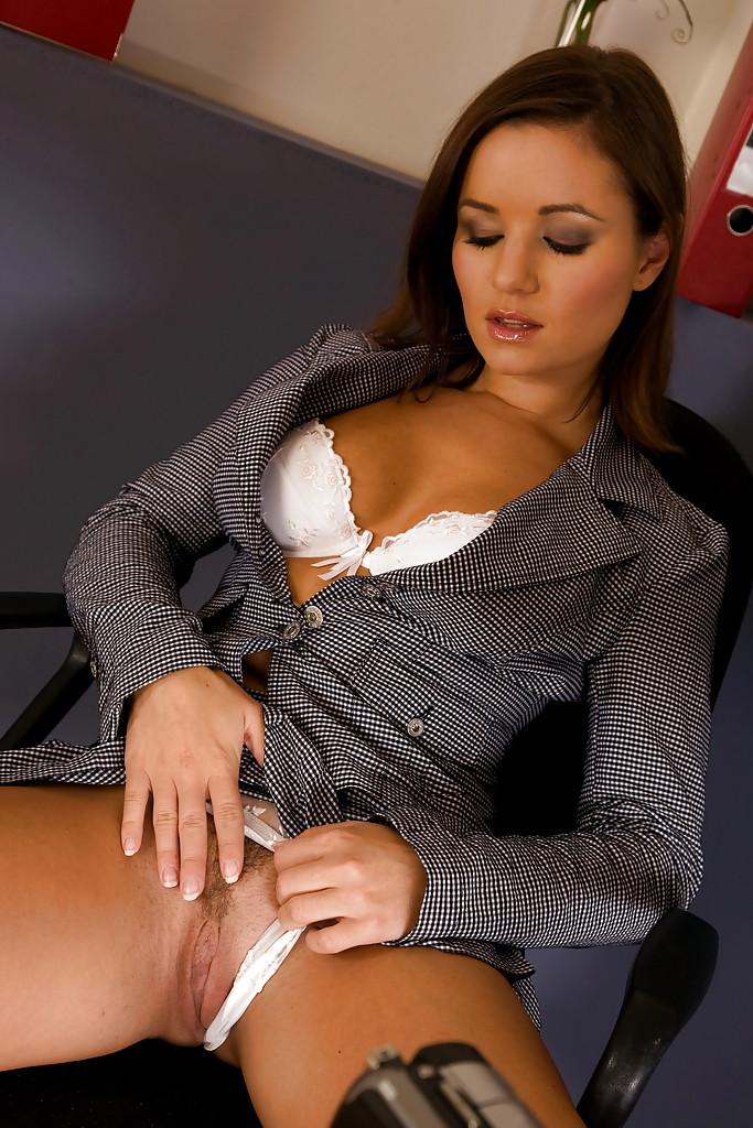 обновляемся ежедневно горячая секретарша удовлетворяет себя при просмотре