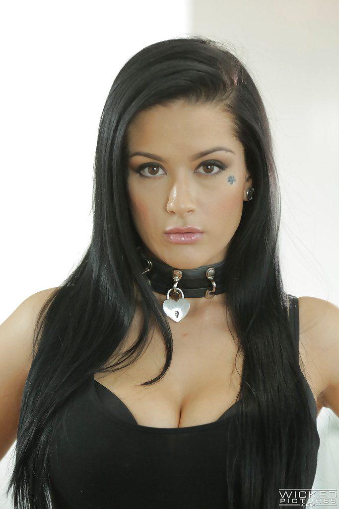 Katrina Jade kann nicht aufhören, an einem riesigen schwarzen Schwanz zum Orgasmus zu kommen