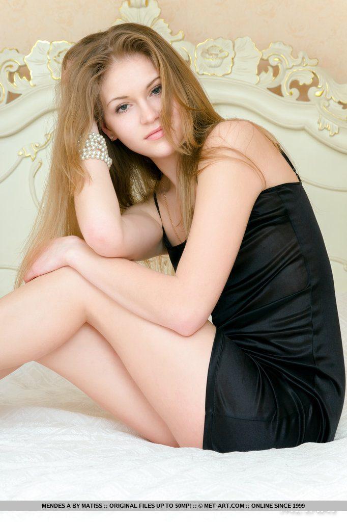 Szczupła cudowna blondyneczka