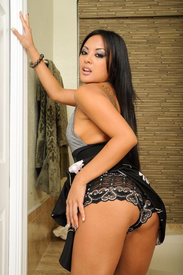 Kaylani Lei w łazience